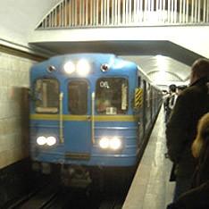 В метро появились двухстронние информационные стенды
